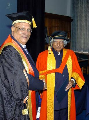 Honorary Doctorate of the University of Wolverhampton, Dr Abdul Kalam with the university's Chancellor Lord Swraj Paul of Marylebone at his award ceremony in 2007