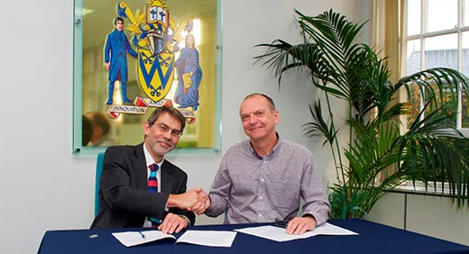 unionlearn Director Tom Wilson (L) with University Vice-Chancellor Professor Geoff Layer